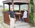 飯南の中川さんが敷地内にあずまや作る
