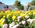 100歳が花の世話