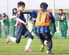 小学生サッカー・プレー