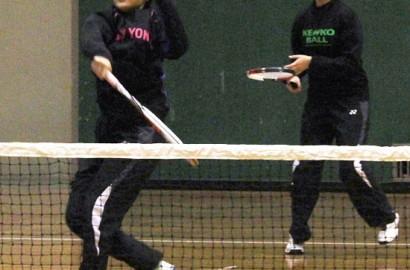 明和インドアテニス女子