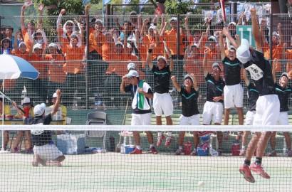高校総体ソフトテニス・歓喜の選手