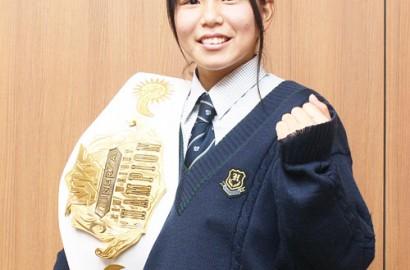 日本の頂点に立ったAyaka選手=伊勢市役所で