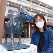 200513駅前の松阪牛像にマスク