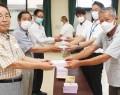 200704櫛田自治会が揥水小などに体温計贈る