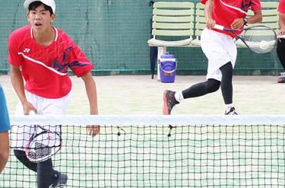 200804高校軟式テニス三重の林主将(右)岩本組