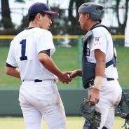 200923高校野球準々決勝-松阪商バッテリー囲み