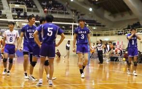 201116高校バレー(1面)男子県優勝が決まった瞬間稲垣主将(1番)が感動
