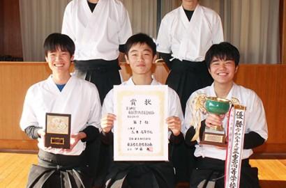 201211三重高弓道部が東海優勝