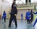 210218港小で鎌中教師が体育授業