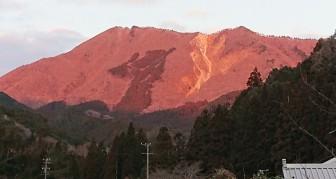 210209赤い高見山