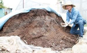 210730キノコ栽培の廃培地を再利用